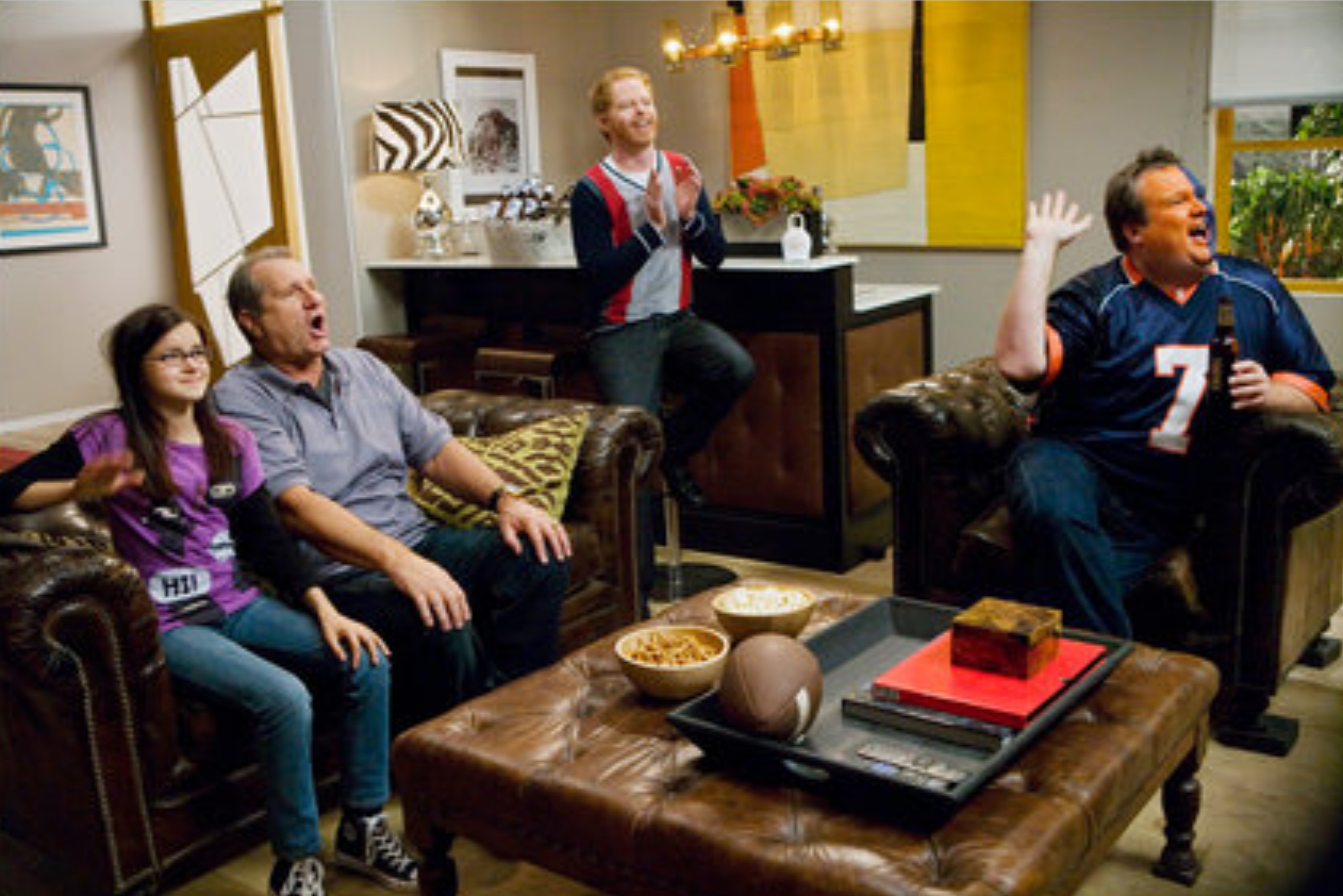 Decorate your home in modern family style jay and gloria for Klaus k living room
