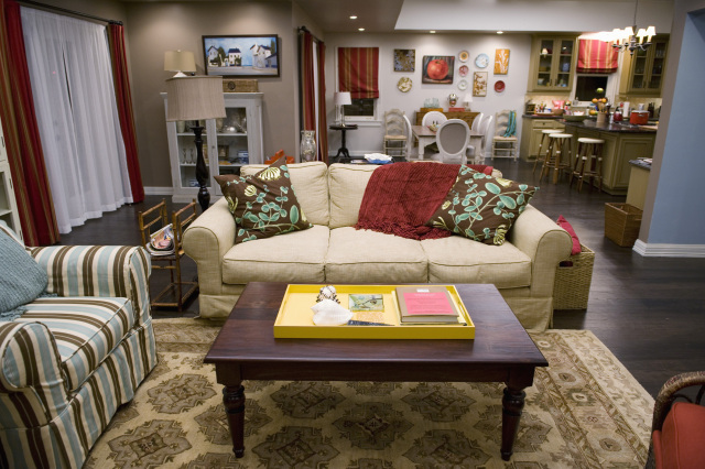 Decorate your home in modern family style phil and claire for Show home living room designs