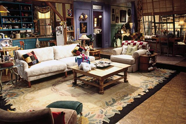 Decorate an apartment in f r i e n d s style monica 39 s for Decoracion piso big bang theory