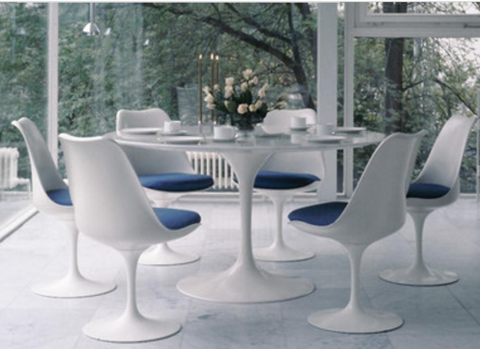 Knoll Saarinen 54 Round Dining Table
