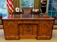 the-resolute-desk-oval-office